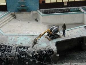 コンクリート解体を無人でする