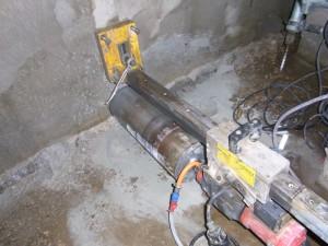 水抜き穴の削孔