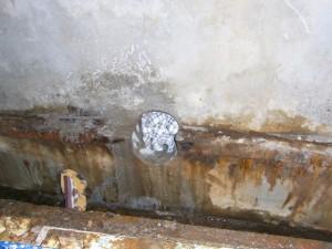 水抜き用の穴