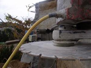 コンクリートの壁を切る01